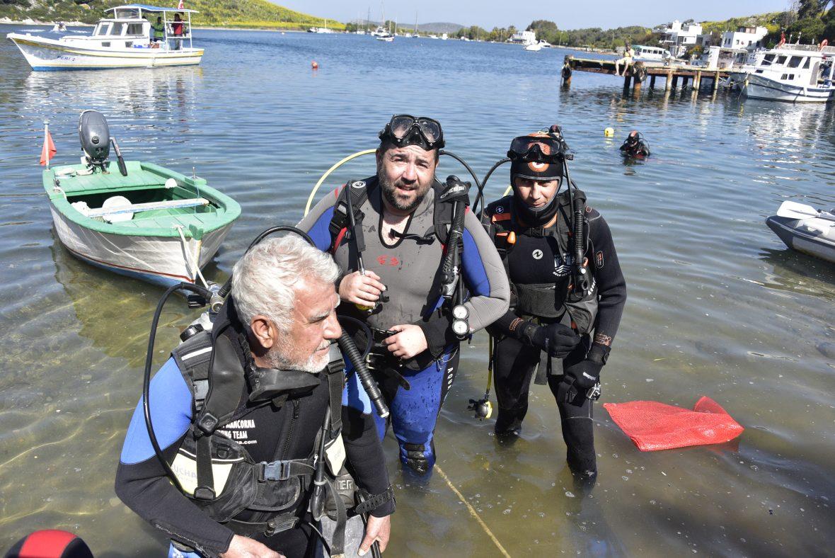 Ata Demirer Bodrumda deniz temizliği yaptı